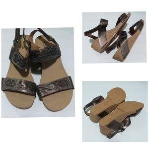 Women Clarks bendables sandals